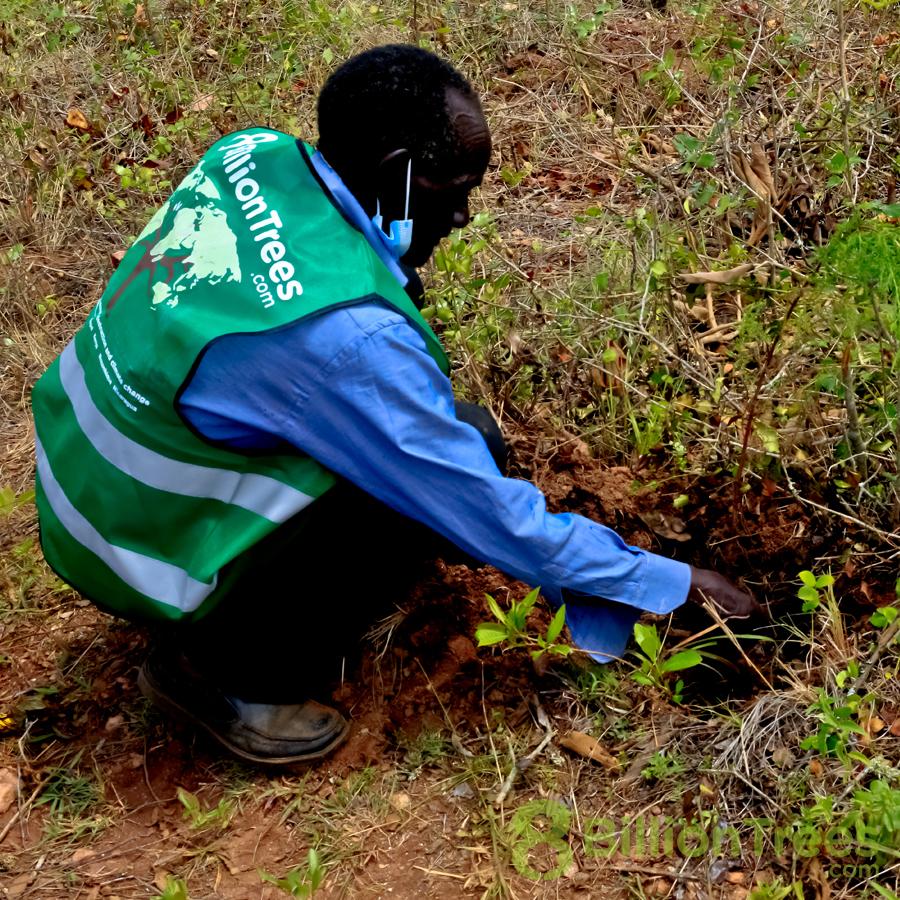 Sammy Muta heads the volunteer team in Kenya.